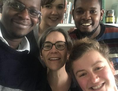 A selfie with four PhD students and their supervisor in their midst.